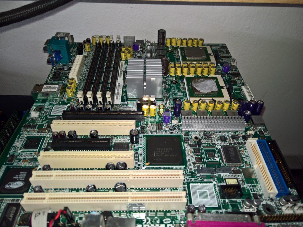 Dual Socket 604 – čtyři vlákna z roku 2004 (rychlý test) (iXeon)